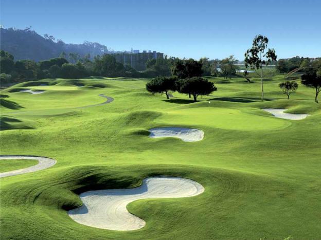los campos de golf espa oles superan los greenfees de venta on line. Black Bedroom Furniture Sets. Home Design Ideas